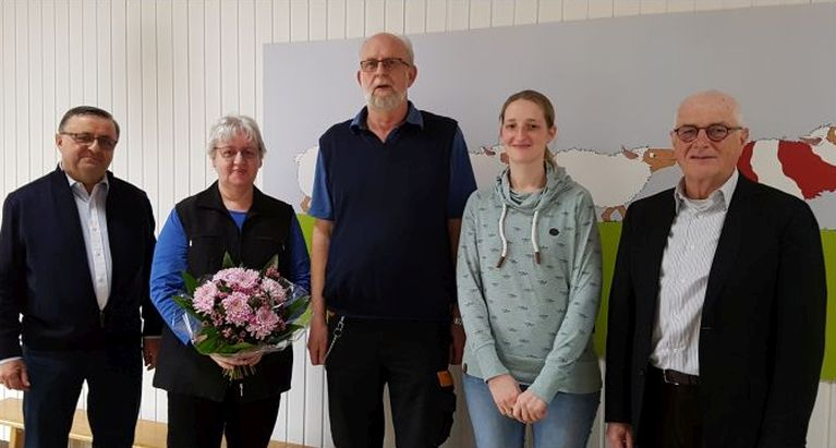 Herr Boese (Vorstand), Frau Borchers, Herr Borchers, Frau Senger (Kindergartenleiterin), Herr Dr. Finke (Vorstandsvorsitzender)